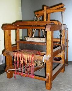 Maquette d'un métier traditionnel à tisser le ruban du 18ième siècle.